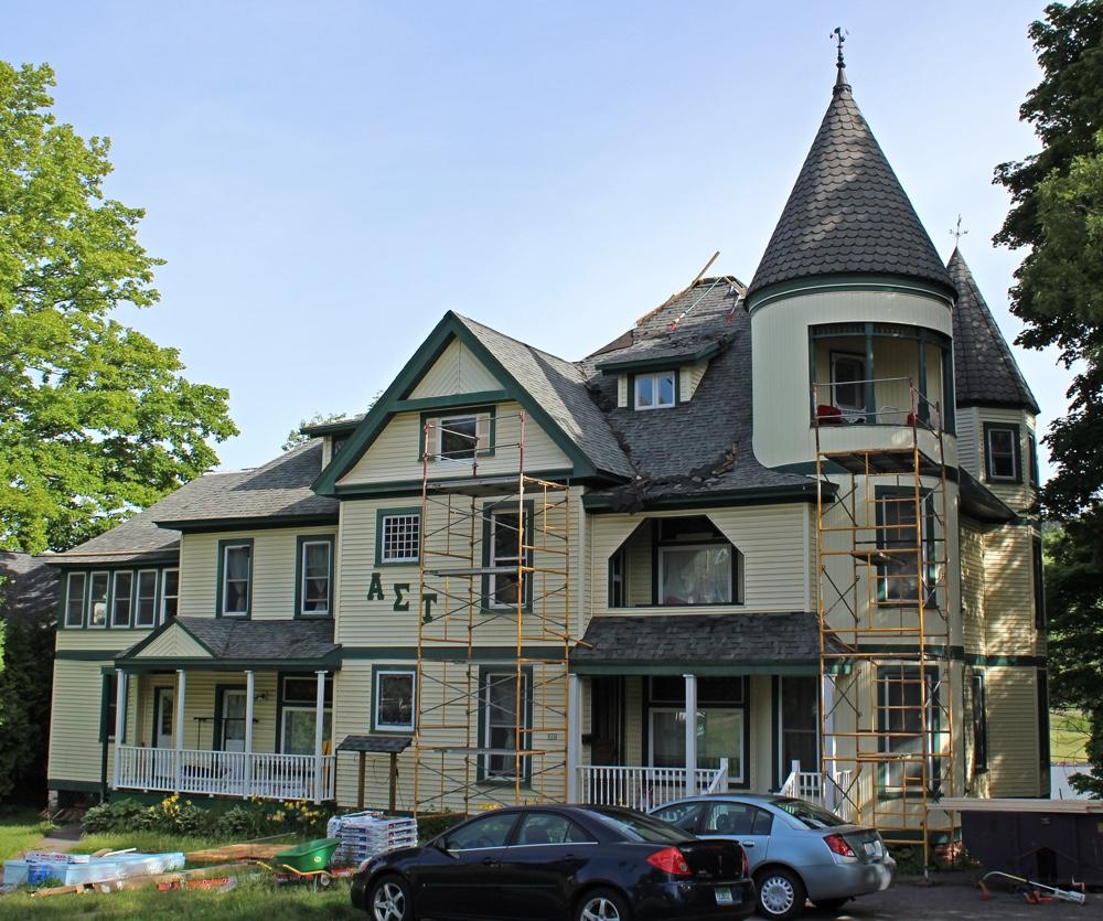 Uren House, College Ave